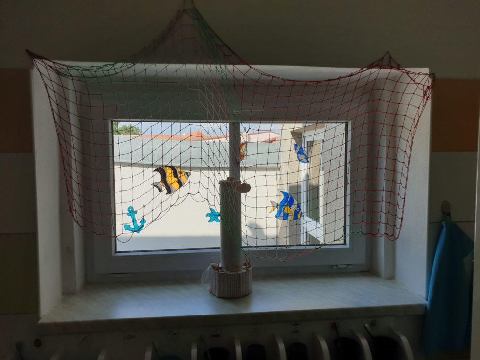 Okno srybičkami vumývárnách